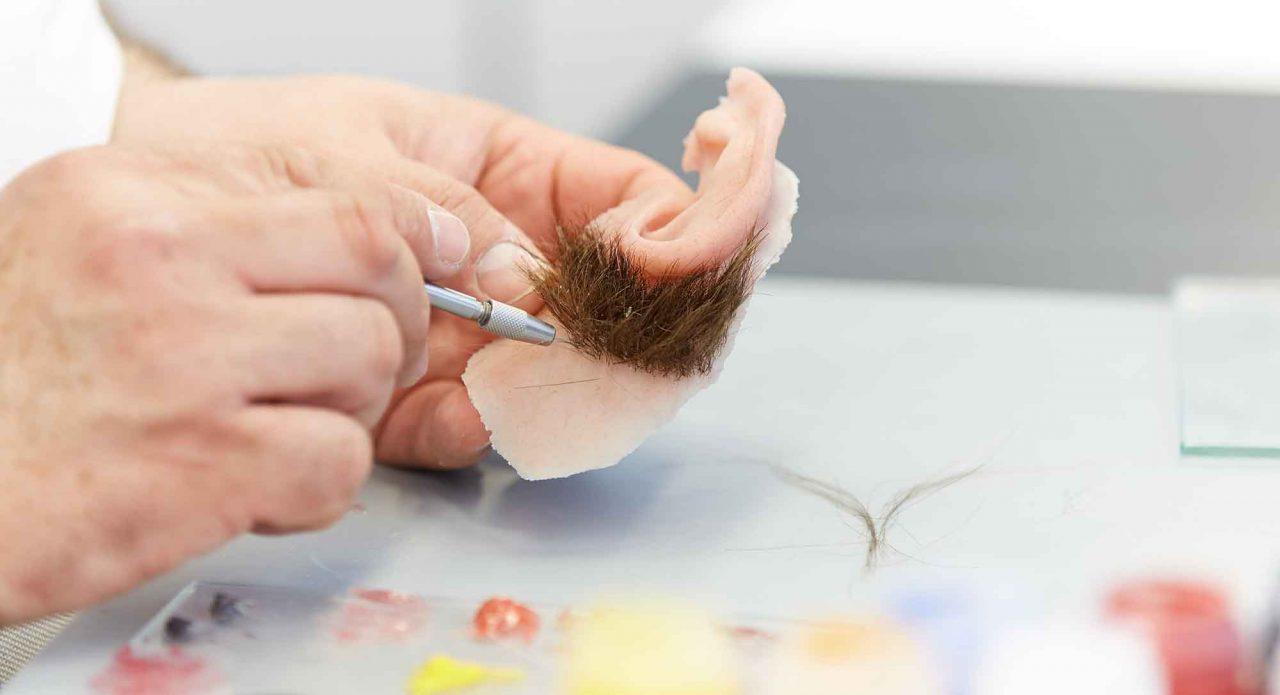 Haaransatz einer Ohrepithese von Greiner Epithesen